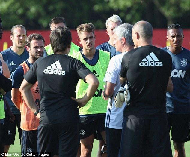Mourinho de lo 2 doi hinh MU truoc tran gap Dortmund hinh anh 8