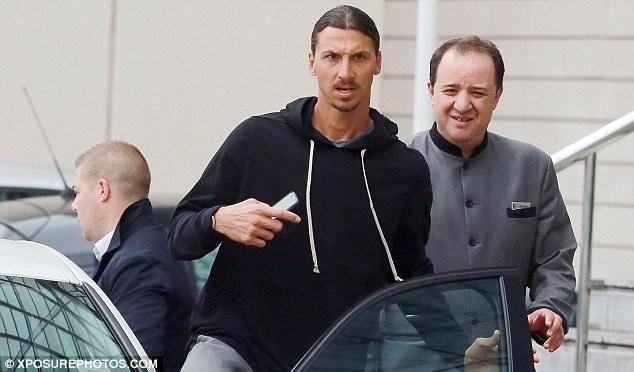 Ibrahimovic san sang cho lan dau hoi quan o MU hinh anh 1