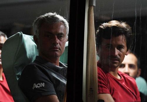 Mourinho tro ve sau chuyen du dau that vong hinh anh