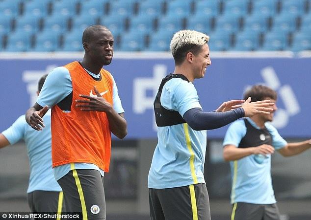 Guardiola loai cau thu beo khoi doi hinh Man City hinh anh 3