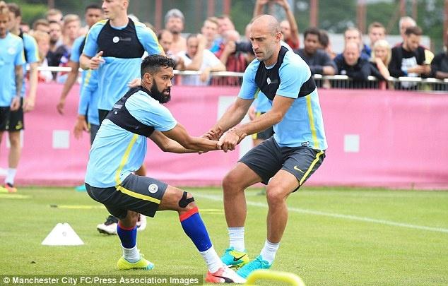 Guardiola loai cau thu beo khoi doi hinh Man City hinh anh 9
