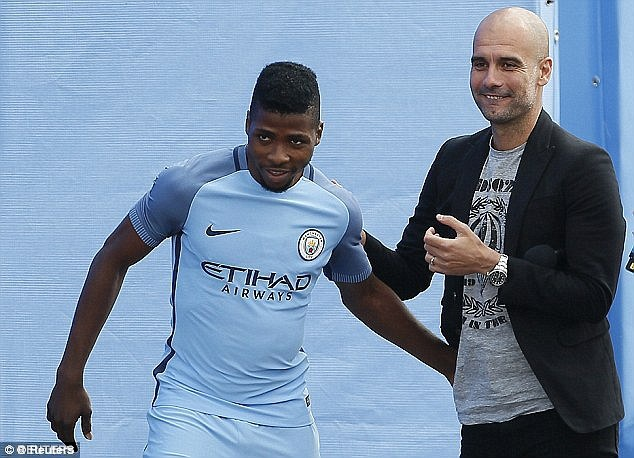 Guardiola loai cau thu beo khoi doi hinh Man City hinh anh 10