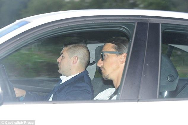 Ibrahimovic ra mat dong doi o MU anh 2