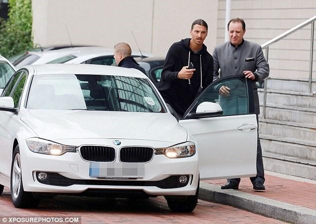 Ibrahimovic ra mat dong doi o MU anh 3