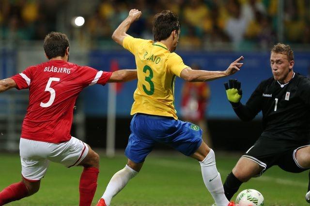Olympic Brazil vao tu ket sau chien thang 4-0 hinh anh 7