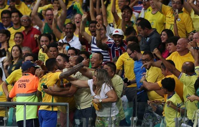 Olympic Brazil vao tu ket sau chien thang 4-0 hinh anh 8