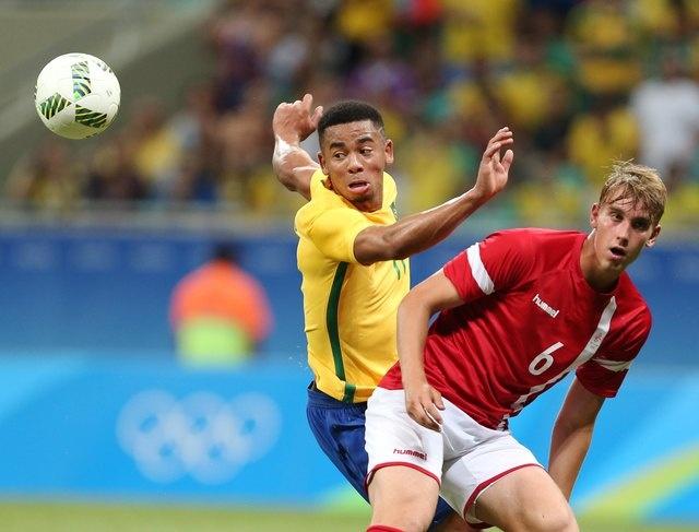 Olympic Brazil vao tu ket sau chien thang 4-0 hinh anh 11