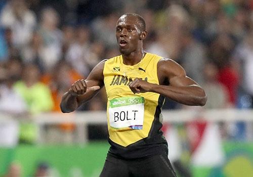 Bolt muon duoc sanh ngang hai huyen thoai Ali va Pele hinh anh