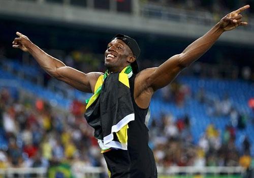 Bolt nhay mua khi hoan tat hat-trick HCV Olympic 2016 hinh anh