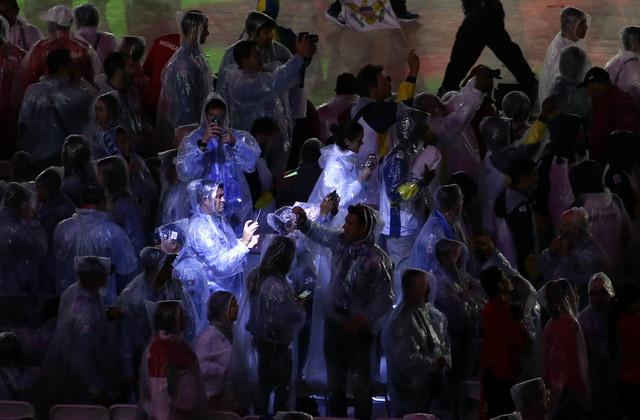Be mac Olympic 2016: Thu tuong Nhat hoa than Super Mario hinh anh 10