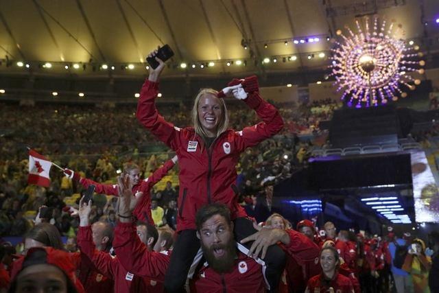 Be mac Olympic 2016: Thu tuong Nhat hoa than Super Mario hinh anh 12