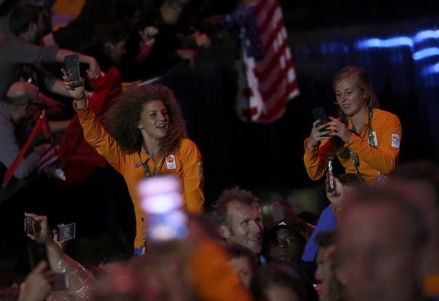 Be mac Olympic 2016: Thu tuong Nhat hoa than Super Mario hinh anh 18
