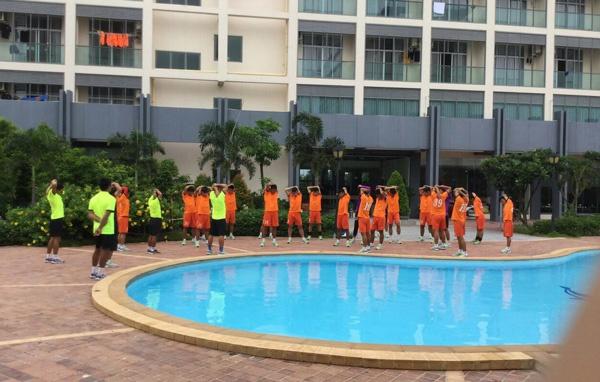 Danh roi chien thang truoc Myanmar, U19 VN van dan dau bang hinh anh 2