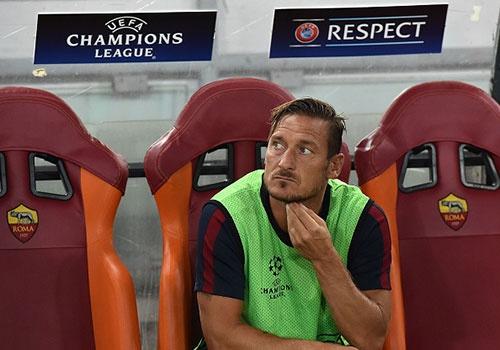Totti vo mong thi dau o Champions League mua nay hinh anh