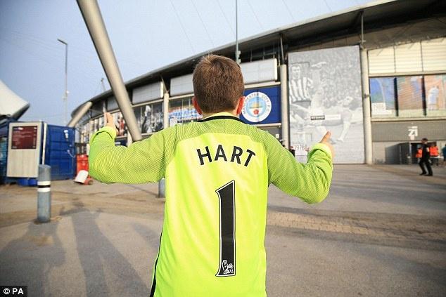 Joe Hart vay tay chao tam biet CDV Man City tren san Etihad hinh anh 5
