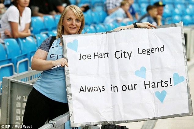 Joe Hart vay tay chao tam biet CDV Man City tren san Etihad hinh anh 6