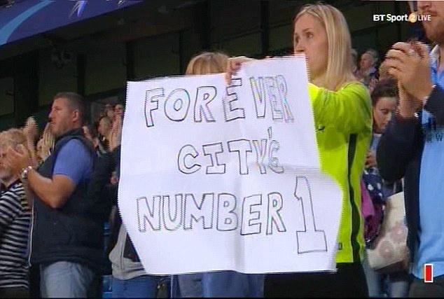 Joe Hart vay tay chao tam biet CDV Man City tren san Etihad hinh anh 8