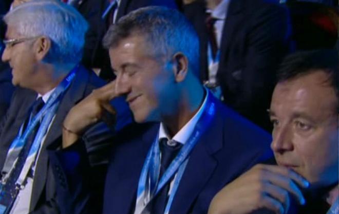 Giam doc Atletico lam hanh dong 'tu sat' khi gap Bayern hinh anh 1
