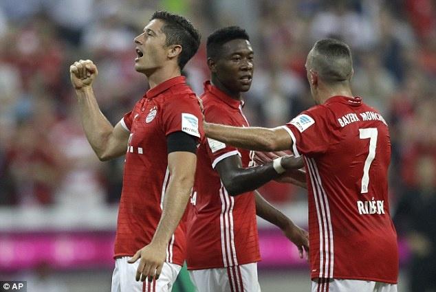 Lewandowski lap hat-trick, Bayern thang tran mo man 6-0 hinh anh 2