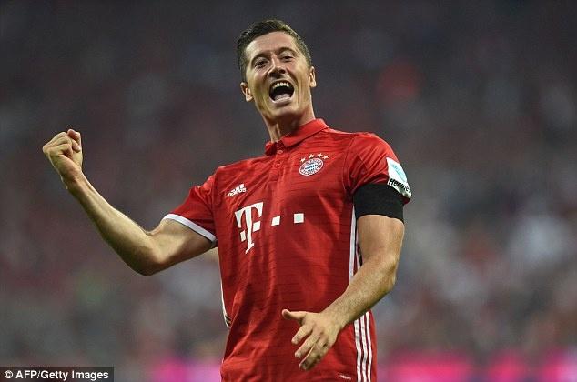 Lewandowski lap hat-trick, Bayern thang tran mo man 6-0 hinh anh 10