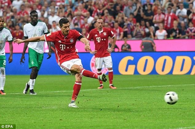 Lewandowski lap hat-trick, Bayern thang tran mo man 6-0 hinh anh 5
