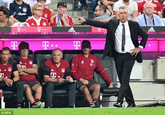 Lewandowski lap hat-trick, Bayern thang tran mo man 6-0 hinh anh 6