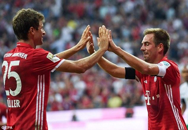 Lewandowski lap hat-trick, Bayern thang tran mo man 6-0 hinh anh 8