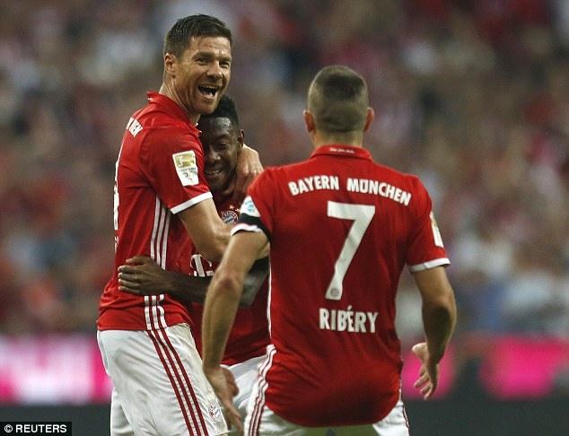 Lewandowski lap hat-trick, Bayern thang tran mo man 6-0 hinh anh 9