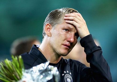 'Chien binh vi dai' Schweinsteiger khoc khi chia tay DT Duc hinh anh