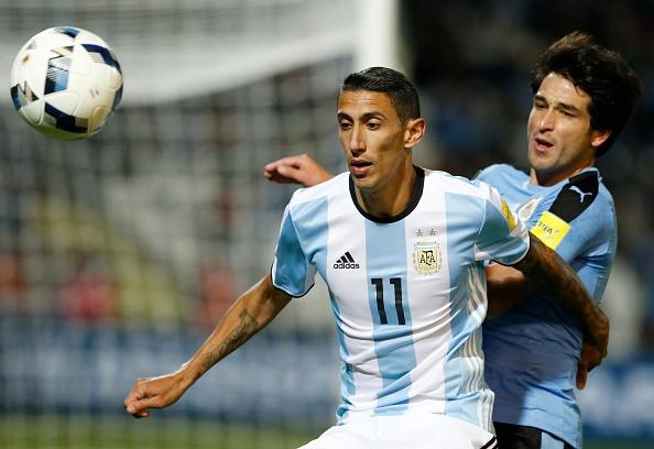 Messi nen dau ra san, ghi ban giup Argentina len ngoi dau hinh anh 3