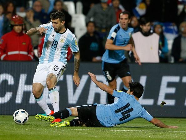 Messi nen dau ra san, ghi ban giup Argentina len ngoi dau hinh anh 4