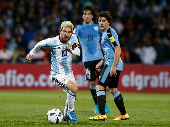 Messi nen dau ra san, ghi ban giup Argentina len ngoi dau hinh anh 5