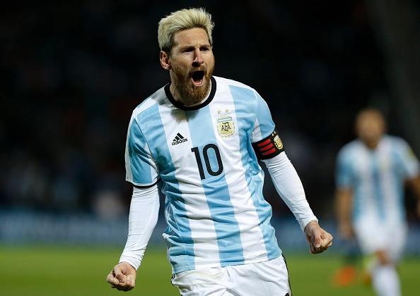 Messi nen dau ra san, ghi ban giup Argentina len ngoi dau hinh anh 6
