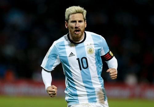 Messi nen dau ra san, ghi ban giup Argentina len ngoi dau hinh anh