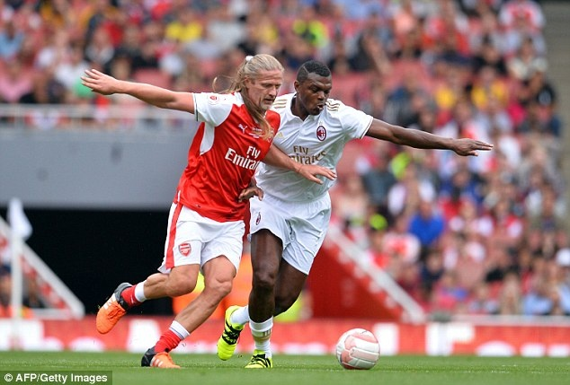 Doi huyen thoai Arsenal thang 4-2 nho hat-trick cua Kanu hinh anh 2