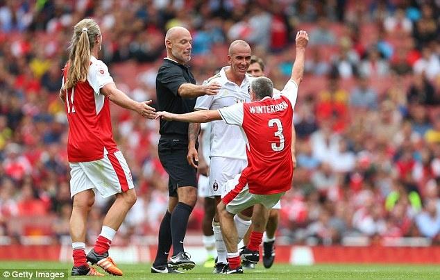 Doi huyen thoai Arsenal thang 4-2 nho hat-trick cua Kanu hinh anh 7