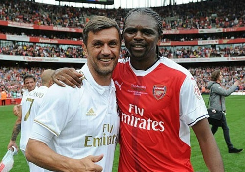 Doi huyen thoai Arsenal thang 4-2 nho hat-trick cua Kanu hinh anh