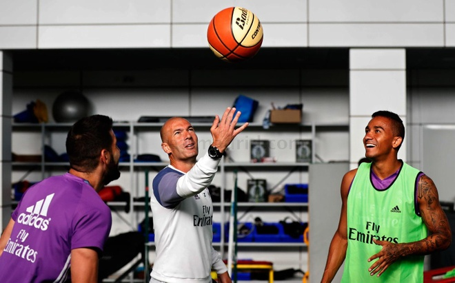 Ronaldo tang cuong tap luyen de tro lai tuan toi hinh anh 6