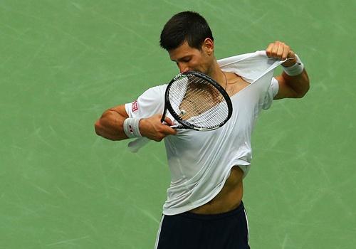 Djokovic tuc gian xe ao khi thua mot set o US Open 2016 hinh anh