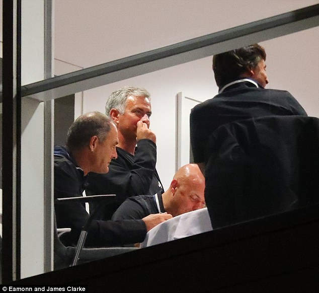 Mourinho lo lang truoc tran doi dau Guardiola hinh anh 1
