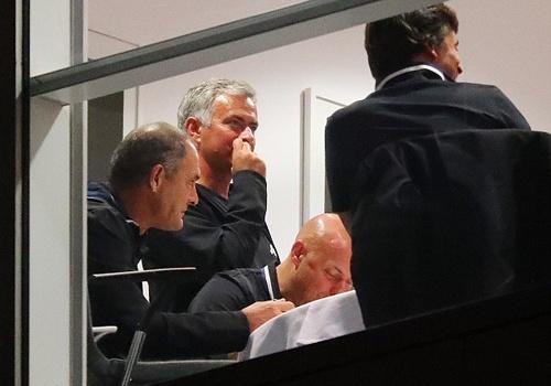 Mourinho lo lang truoc tran doi dau Guardiola hinh anh