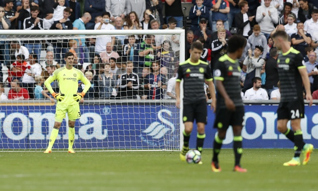 Swansea 2-2 Chelsea: Diego Costa ghi cu dup dep mat hinh anh 16