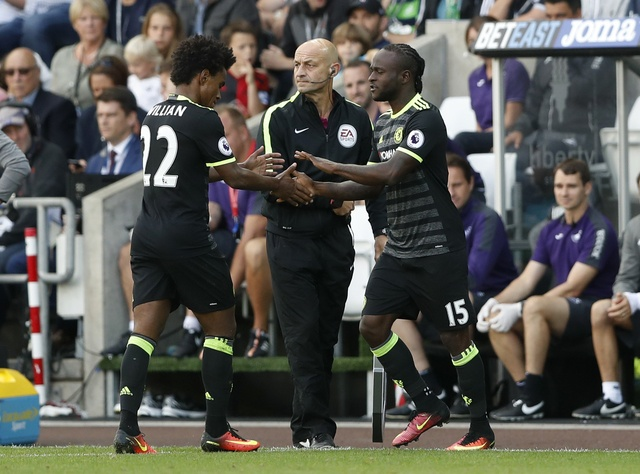 Swansea 2-2 Chelsea: Diego Costa ghi cu dup dep mat hinh anh 18