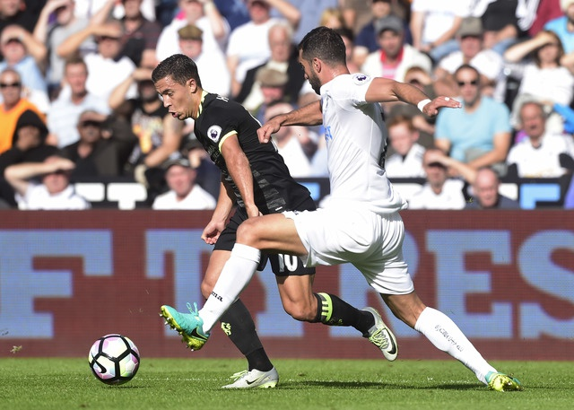 Swansea 2-2 Chelsea: Diego Costa ghi cu dup dep mat hinh anh 11