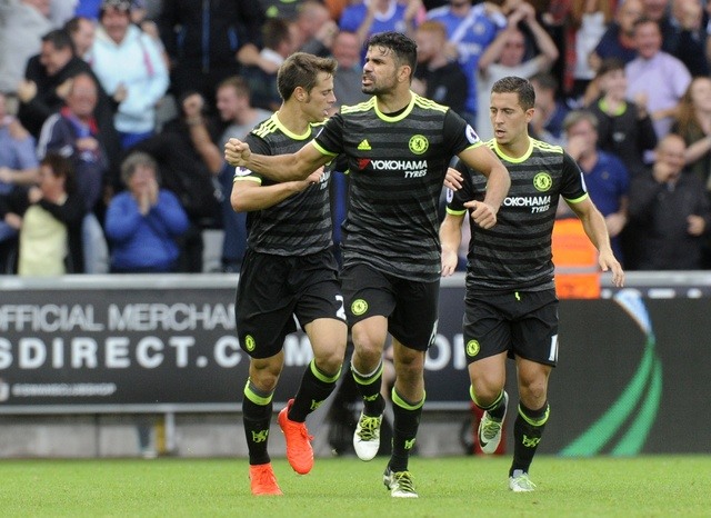 Swansea 2-2 Chelsea: Diego Costa ghi cu dup dep mat hinh anh 19