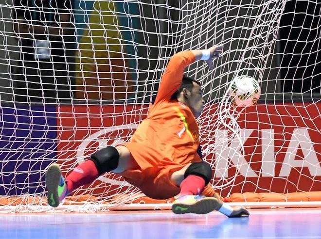 Futsal VN 1-7 Paraguay: Van Vu ghi ban dep mat cuoi tran hinh anh 20