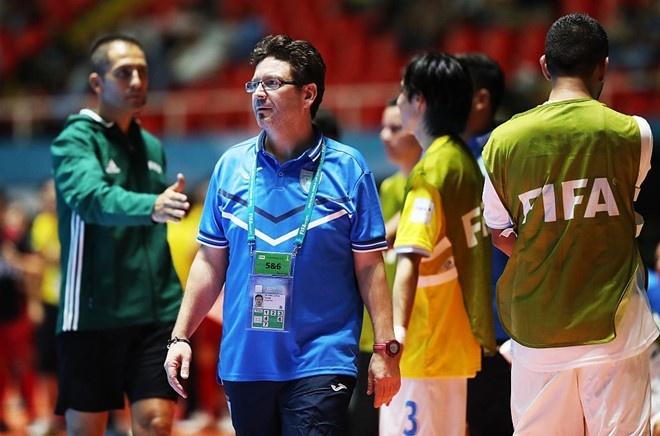 Futsal VN 1-7 Paraguay: Van Vu ghi ban dep mat cuoi tran hinh anh 4
