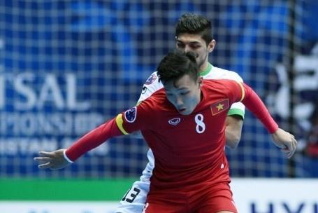 Futsal VN 1-7 Paraguay: Van Vu ghi ban dep mat cuoi tran hinh anh 5