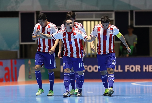 Futsal VN 1-7 Paraguay: Van Vu ghi ban dep mat cuoi tran hinh anh 16