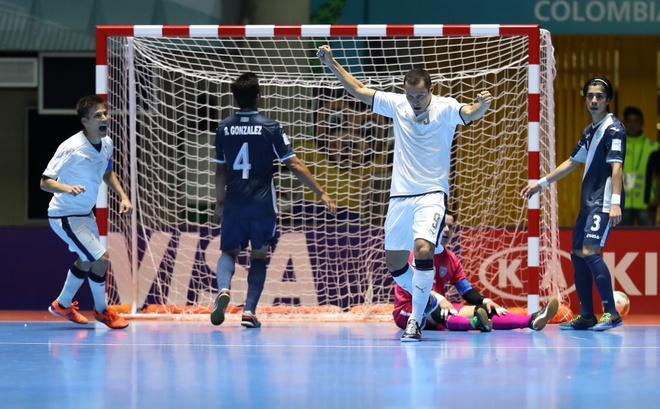 Futsal VN 1-7 Paraguay: Van Vu ghi ban dep mat cuoi tran hinh anh 10